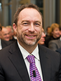 http://fr.wikipedia.org/wiki/Jimmy_Wales#mediaviewer/Fichier:147_GD-Preis_5280.jpg
