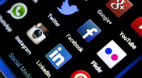 application smartphone réseaux sociaux