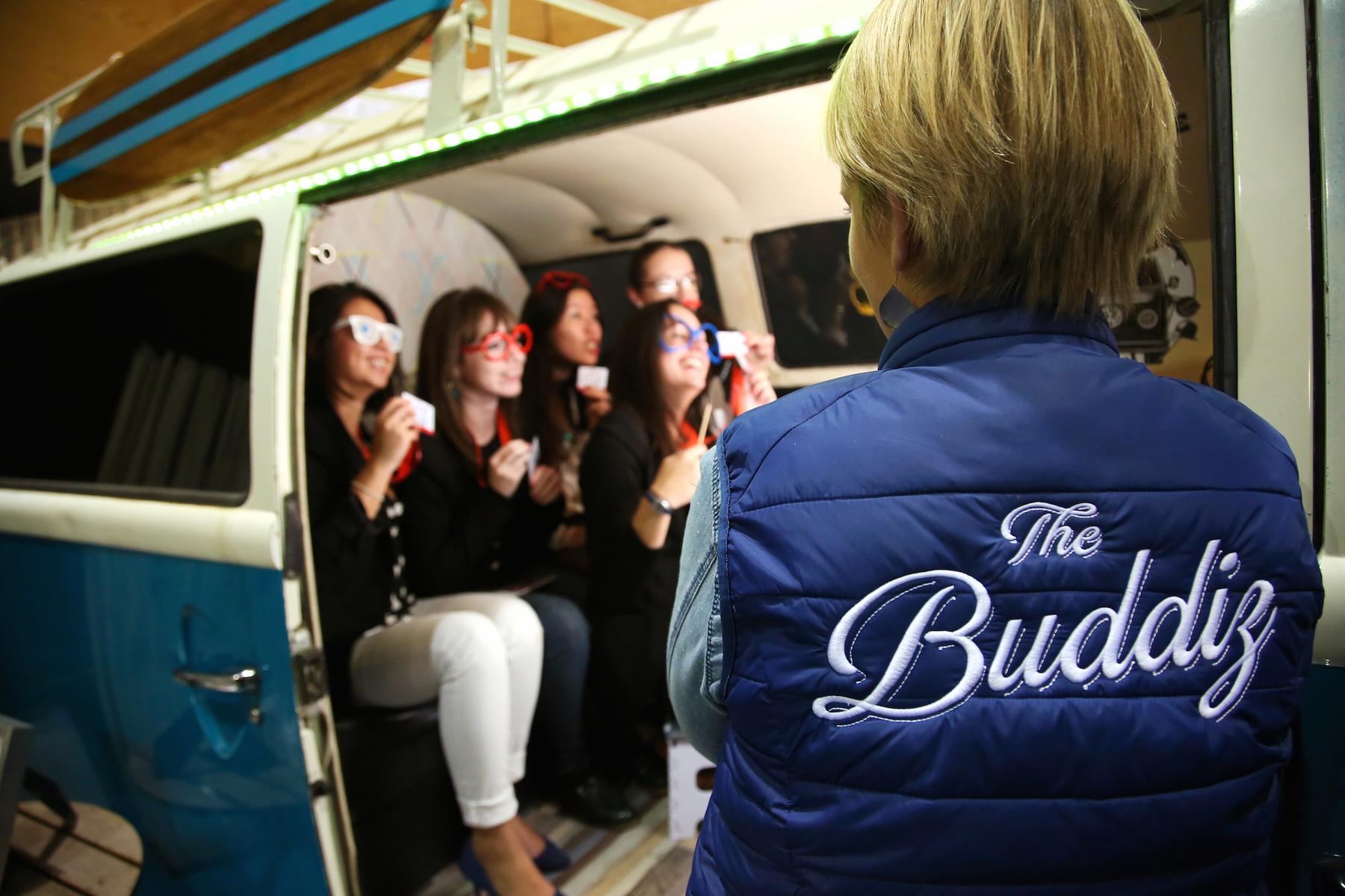 La cabine photo connectée dans un combi Volkswagen ? C'est TheBuddiz !
